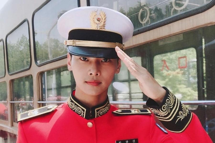 "N de VIXX comparte video de su banda militar tocando un cover de ""Love Equation"""