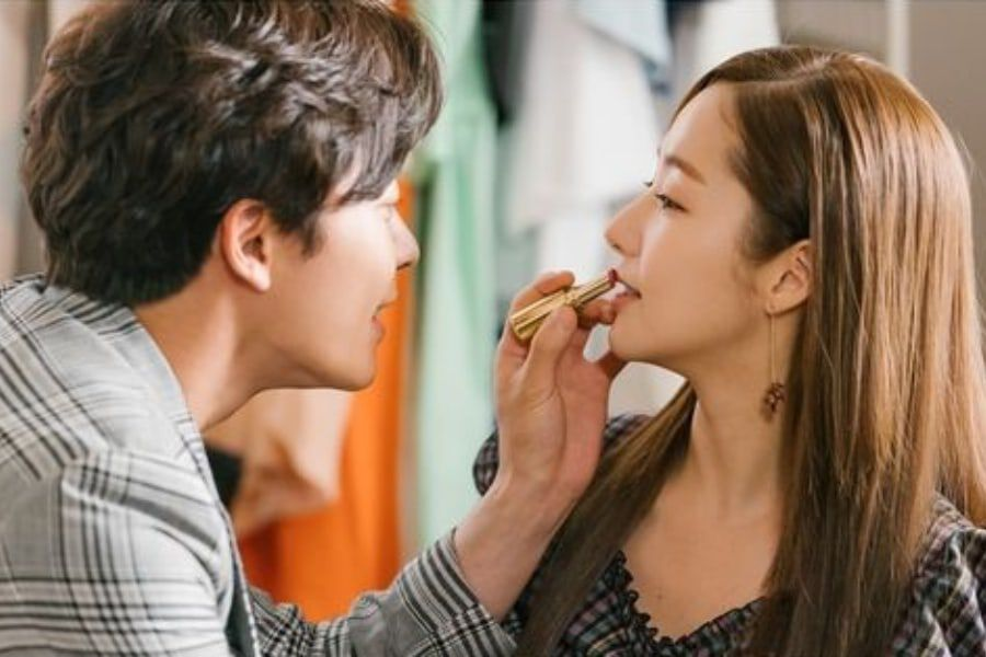"Kim Jae Wook And Park Min Young Have Some Fun With Lips And Lipstick In ""Her Private Life"""
