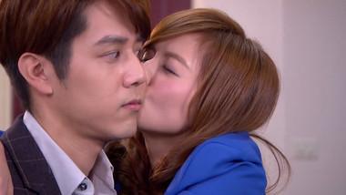 Man Man kisses Bu Fan: Love Cheque Charge