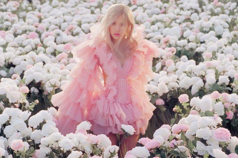 """BLACKPINK's Rosé Tops Billboard's Global 200 And Global Excl. U.S. Charts With """"On The Ground"""""""