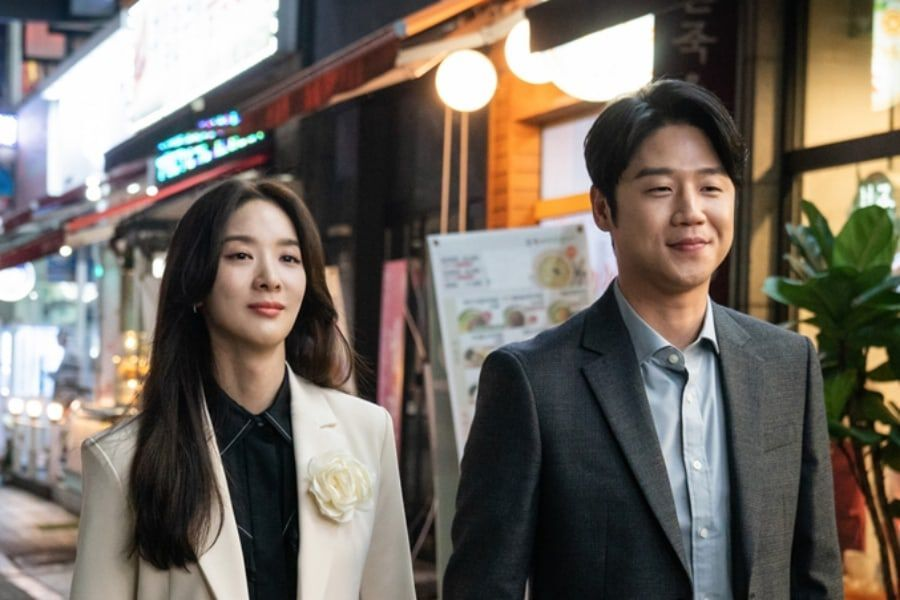 """VIP"" Teases Blossoming Romance Between Lee Chung Ah And Jung Joon Won"