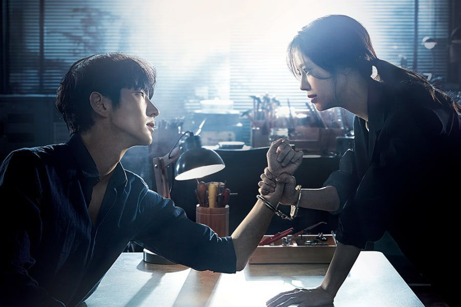 "Lee Joon Gi And Moon Chae Won Depict A Tense Confrontation In New Poster For ""Flower Of Evil"""