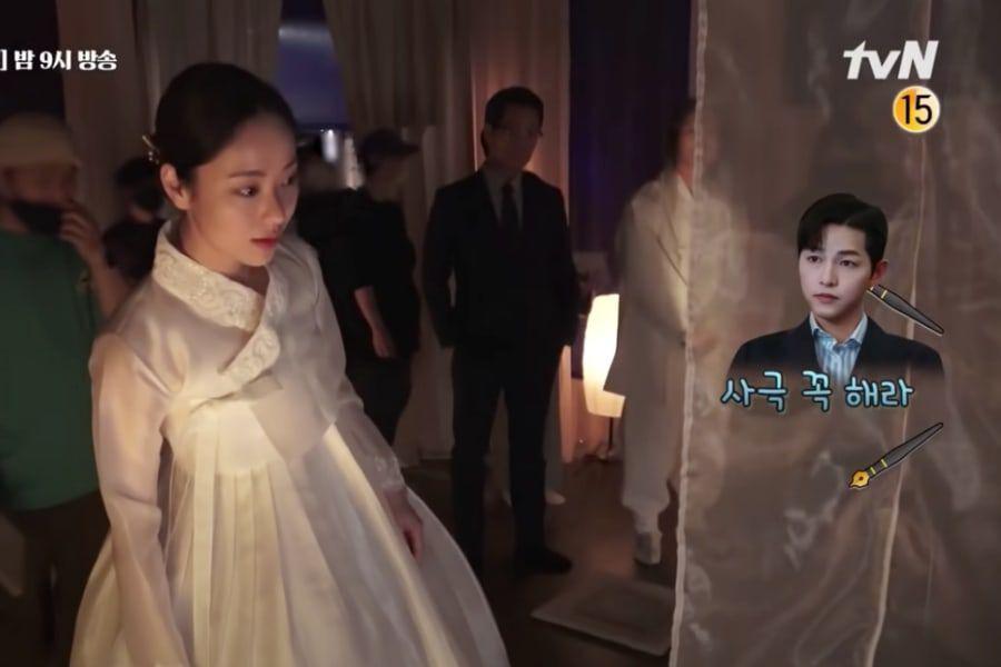 """Song Joong Ki queda impresionado por la belleza de Jeon Yeo Bin en hanbok durante el rodaje de """"Vincenzo"""""""