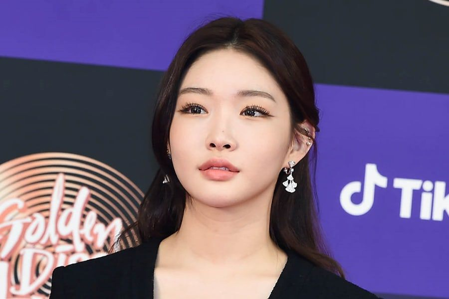 Chungha's Agency Releases Statement Revealing 2 Staff Members Tested Positive For Coronavirus + Chungha Tested Negative