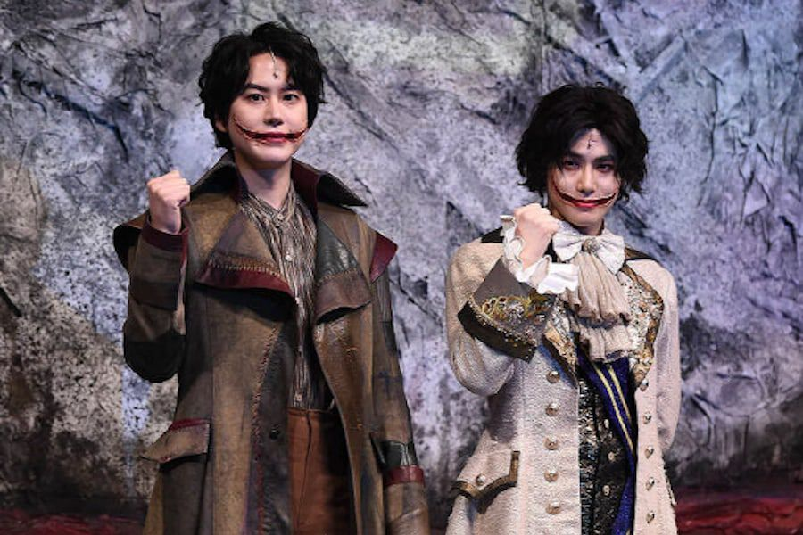 "Super Junior's Kyuhyun And EXO's Suho Talk About Their New Musical ""The Man Who Laughs"""