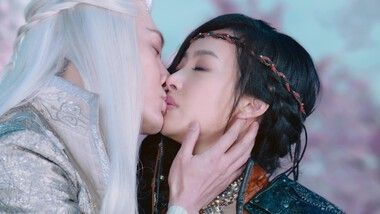 Victoria Song and Feng Shao Feng's Dramatic Kiss: Ice Fantasy