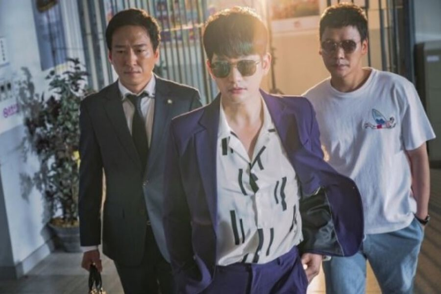 "Park Shi Hoo Swaggers In To Save Song Ji Hyo From A Police Station On ""Lovely Horribly"""