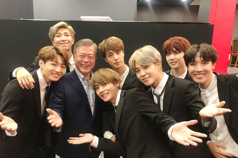 BTS Meets South Korean President Moon Jae In After Friendship Concert In Paris