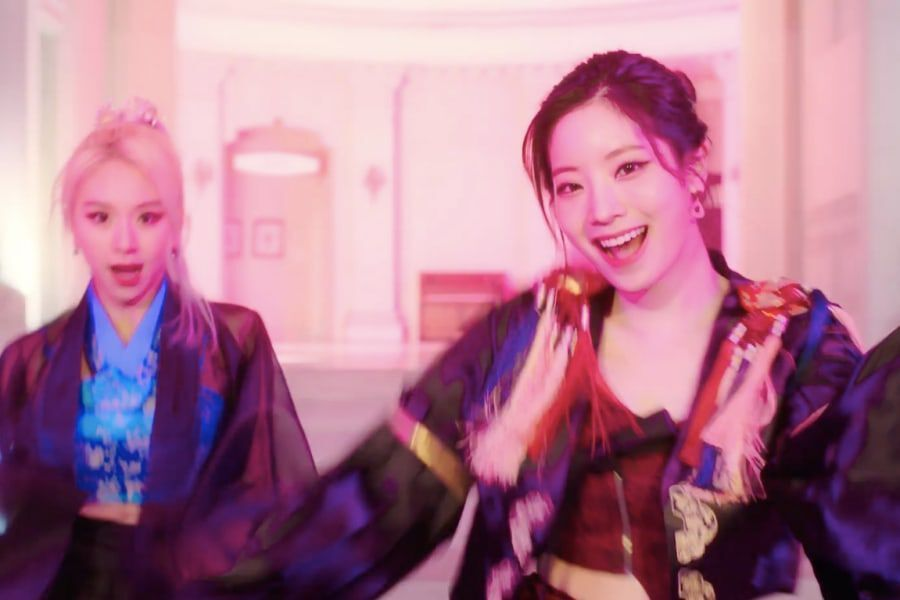 """JYP Entertainment Apologizes Over Clothing In TWICE's Dahyun And Chaeyoung's """"Switch To Me"""" Cover"""