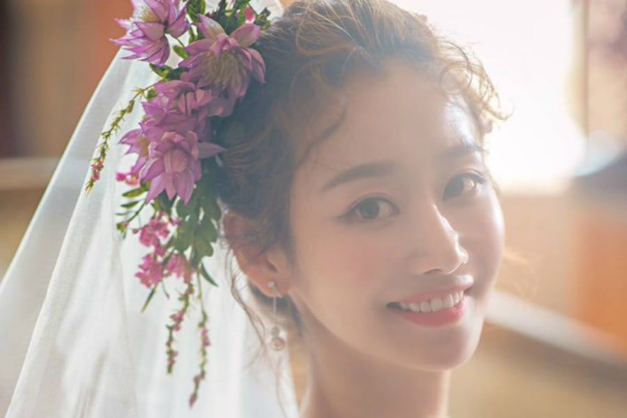 Crayon Pop's Gummi Announces Marriage And Pregnancy