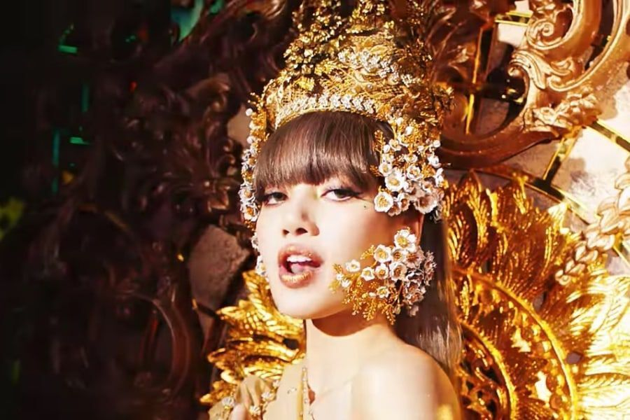 """BLACKPINK's Lisa Sweeps iTunes Charts All Over The World With Solo Debut Track """"Lalisa"""""""