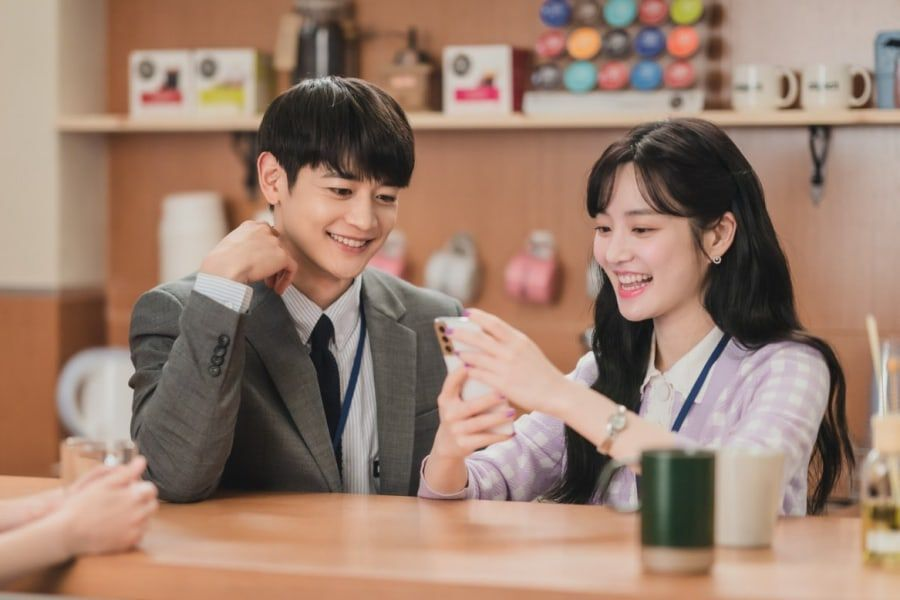 """SHINee's Minho Steals Kim Go Eun's—And Everyone Else's—Heart In """"Yumi's Cells"""""""