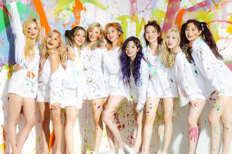 """TWICE's """"Fanfare"""" Debuts At No. 2 On Oricon's Daily Singles Chart"""