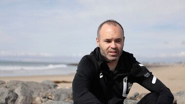 Iniesta TV: Interviews Episode 15: On the beach #1