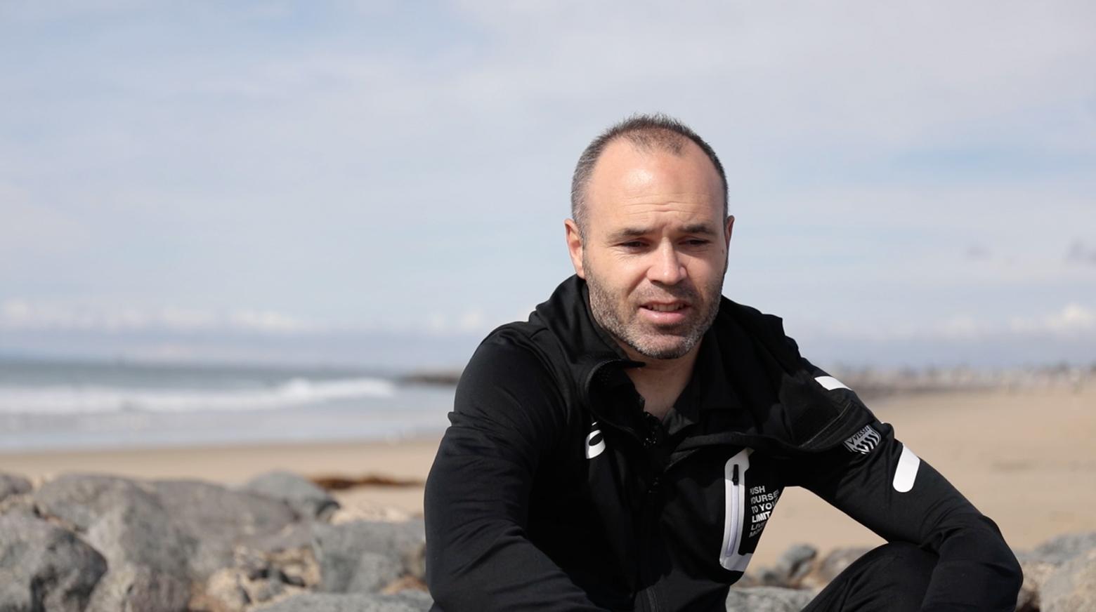 Iniesta TV: Interviews Episode 15: On the beach #1