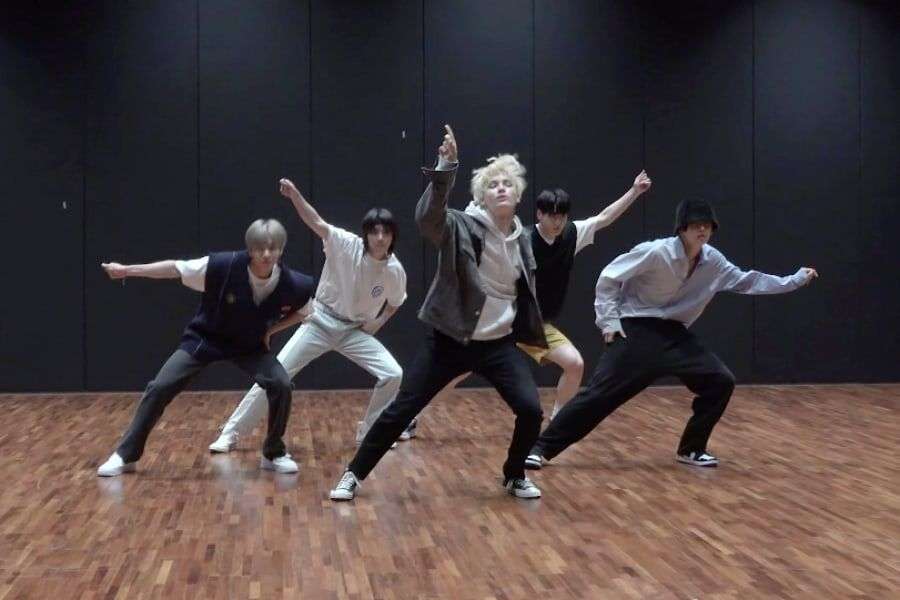 """Watch: TXT's Moves Are """"Magic"""" In Slick New Dance Practice Video"""