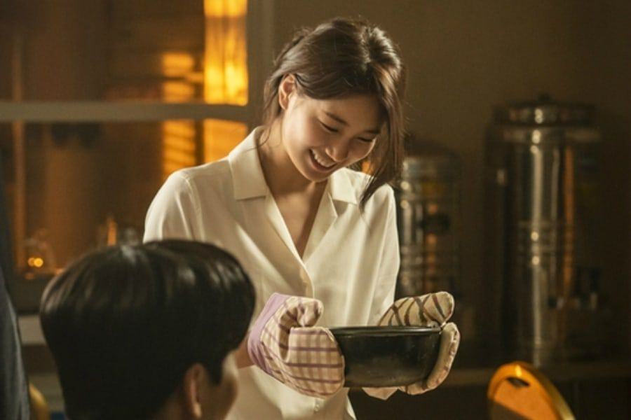 """Suzy Goes From Skillful Agent To Star Chef In """"Vagabond"""""""