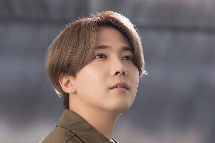 FTISLAND's Lee Hong Ki Is Beaming In First Photos Since Military Enlistment