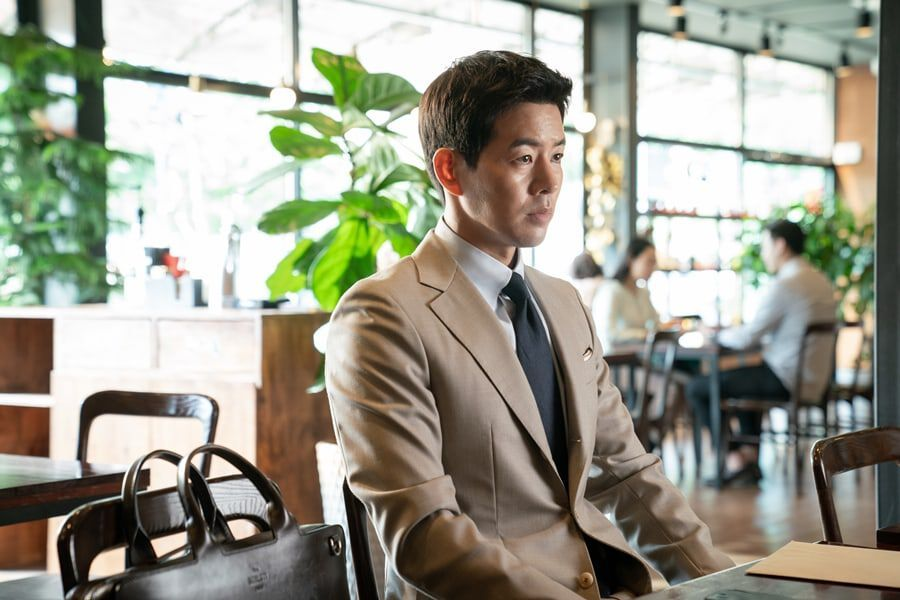 "Lee Sang Yoon Commits A Suspicious Deal In ""VIP"""