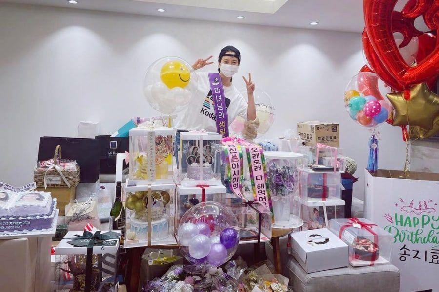 Song Ji Hyo Thanks Fans For Birthday Wishes + Shares Photos Of The Many Cool Cakes She Received