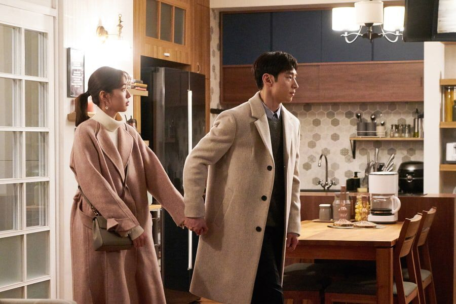"""Lee Je Hoon Takes The Lead In His Relationship With Chae Soo Bin In """"Where Stars Land"""""""