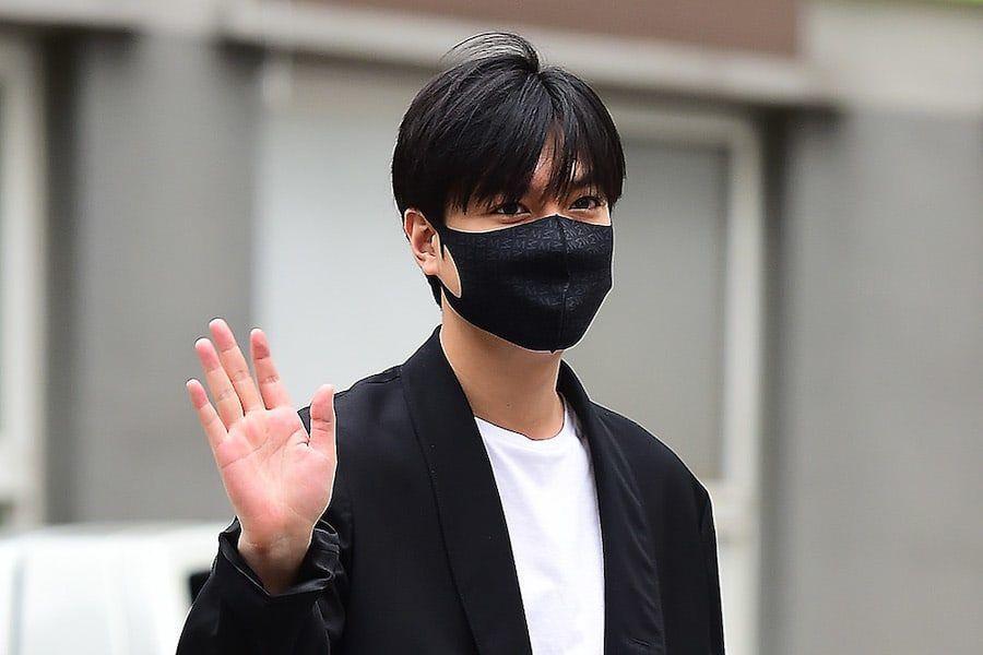 Lee Min Ho comienza su día final como trabajador de servicio público antes de ser dado de baja