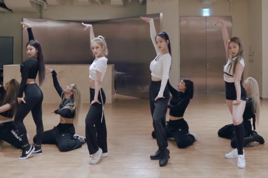 "Watch: SM's New Girl Group aespa Wows With ""Black Mamba"" Dance Practice Video"