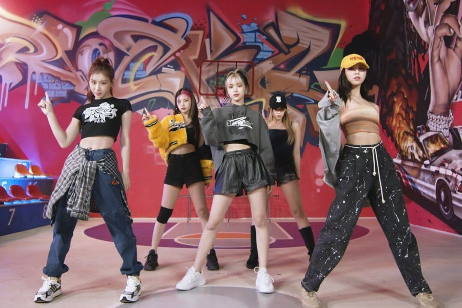 """Watch: ITZY Makes You Want To """"SWIPE"""" Right In Fierce New Dance Practice Video"""