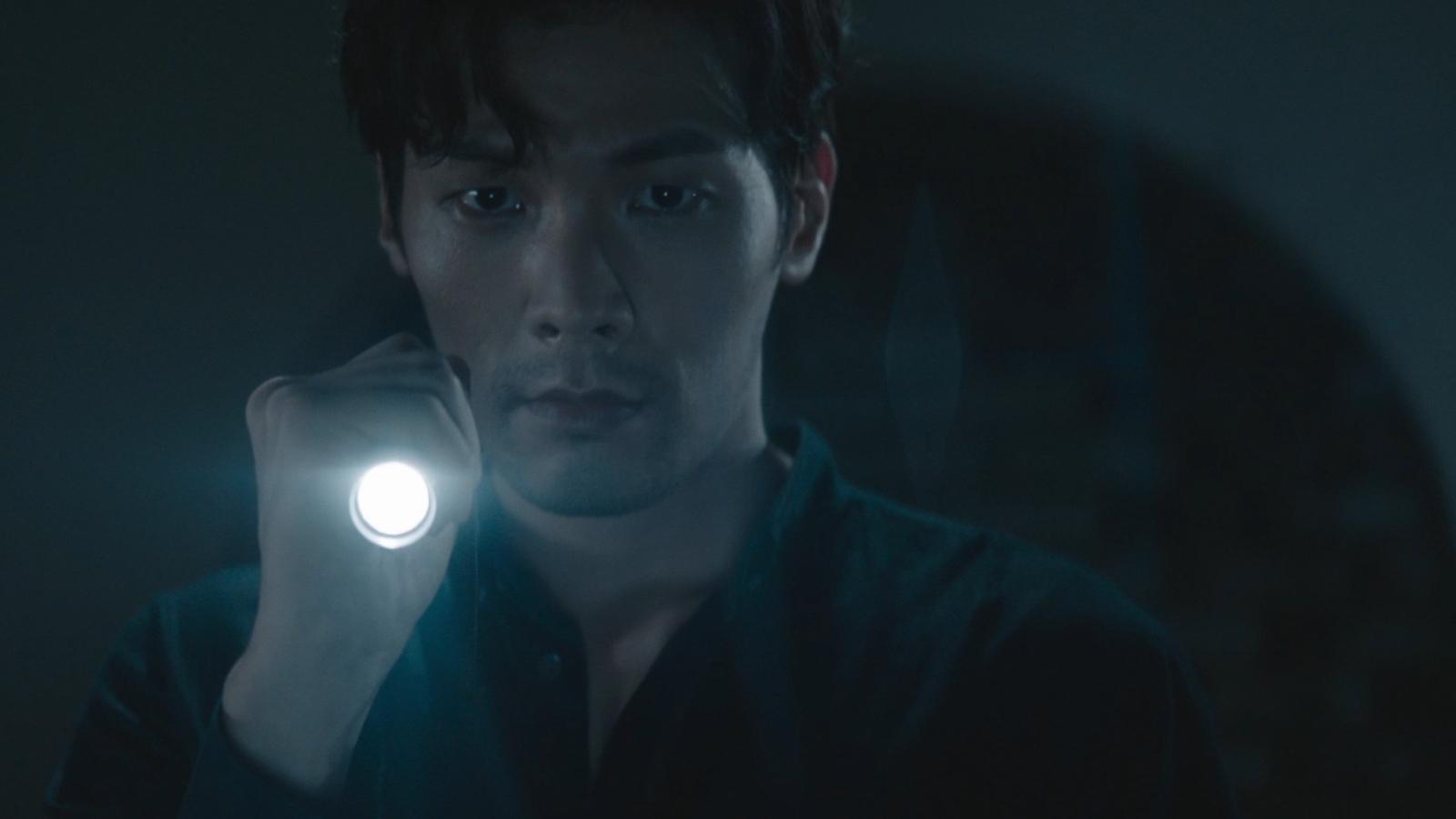 Trailer 1: El detective fantasma