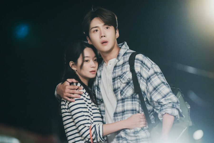 "Kim Seon Ho And Shin Min Ah's Romantic Embrace Is Interrupted On ""Hometown Cha-Cha-Cha"""