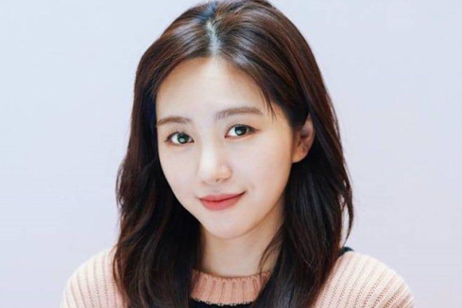 Mina de AOA responde a cibernauta que la vincula con las controversias recientes